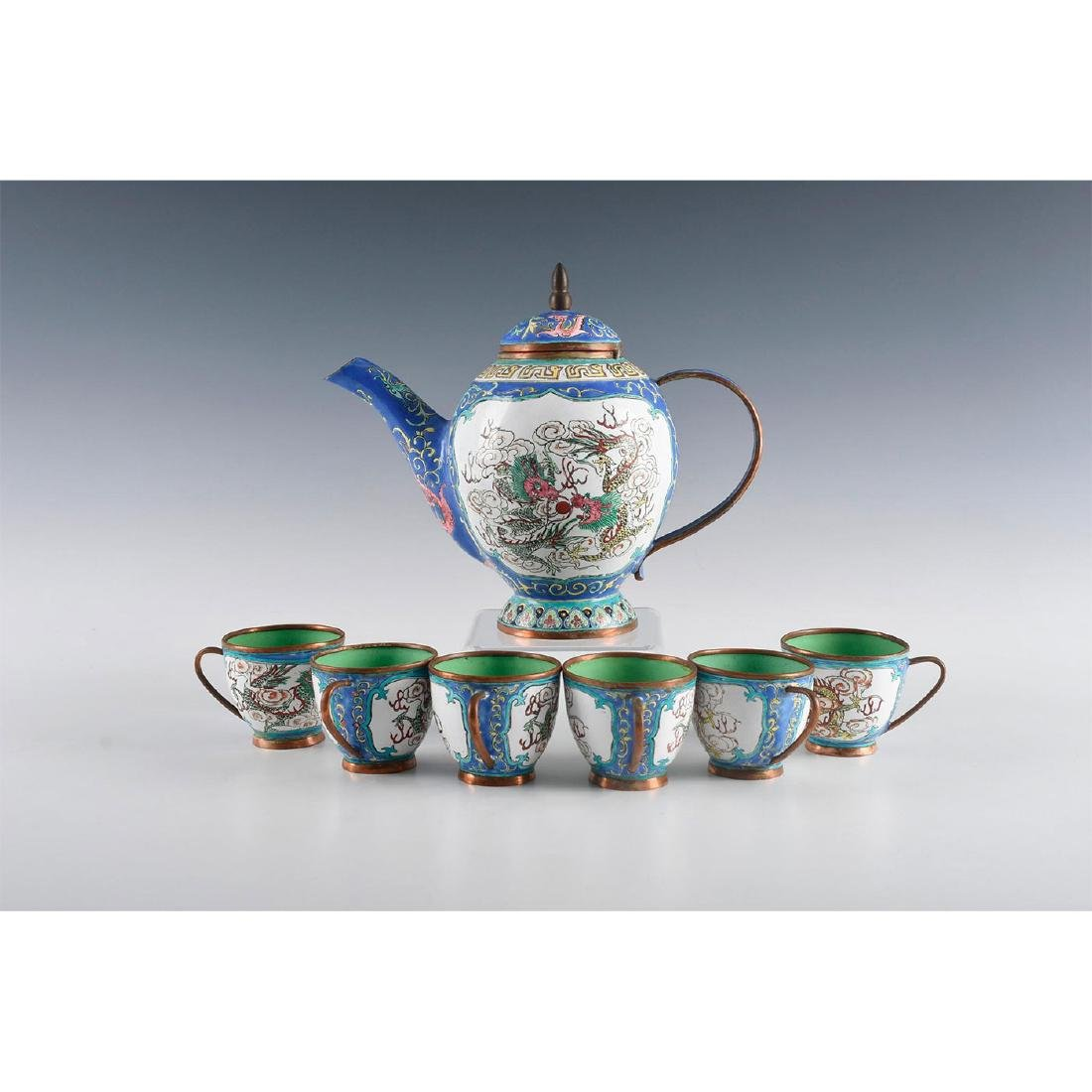 GROUP OF 7 JAPANESE TEACUPS AND TEAPOT