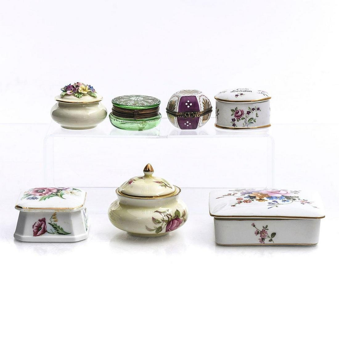 7 PORCELAIN AND GLASS TRINKET BOXES