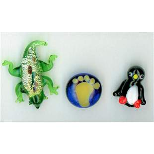 SMALL CARD OF DIVISION 3 LAMPWORK GLASS ANIMAL BUTTONS