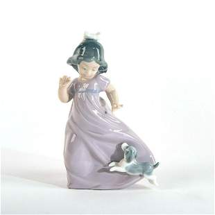 Girl Followed by Puppy 02001028 - Nao Porcelain Figure
