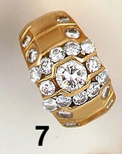 7: Ring GG 585/000, 21 Brillanten davon Mittelstein 0,5