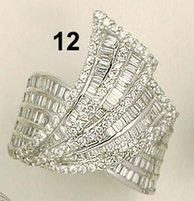 12: Ring, WG 750/000, Diamanten im Brillant- und Baguet