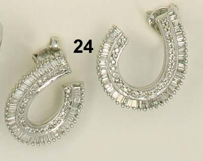 24: Ohrstecker WG 750/000, Diamanten im Brillant- und B