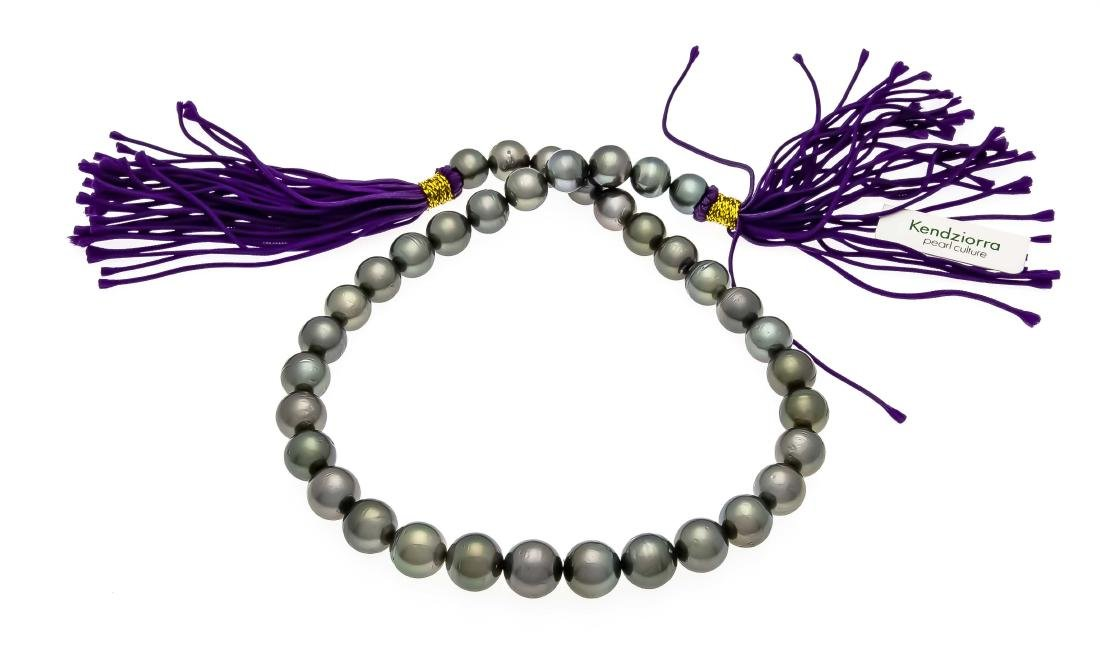 Tahitian pearl strand with 37 dark gray Tahitian pearls