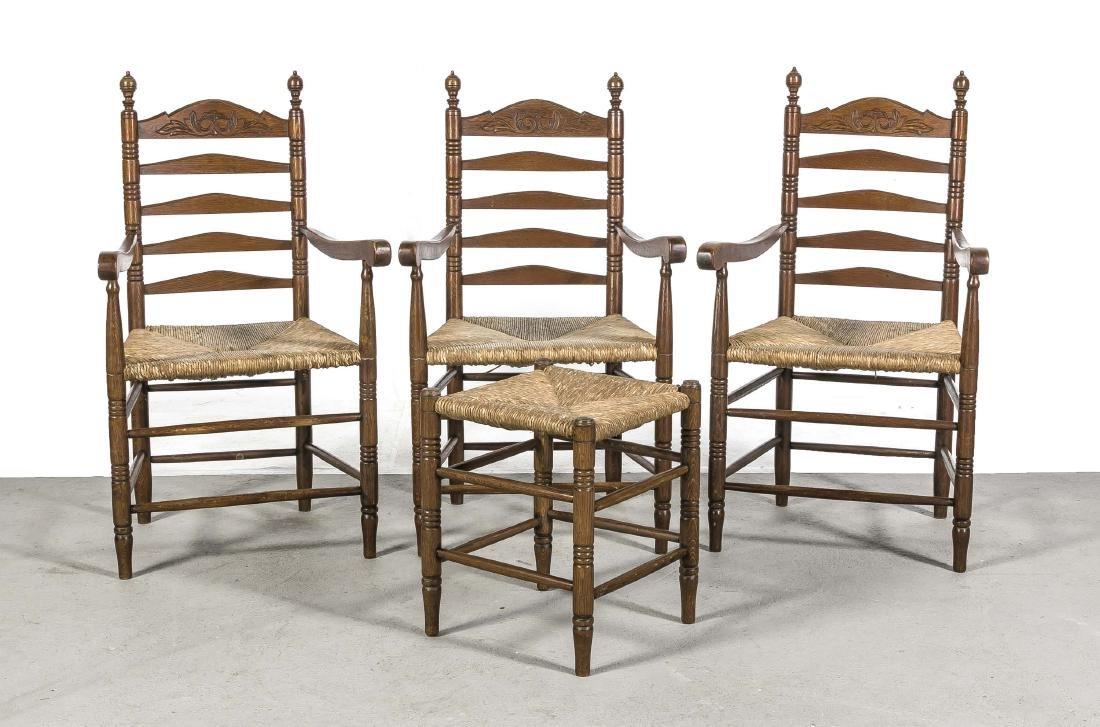 Drei Armlehnstühle mit Hocker um 1900, Eiche massiv,