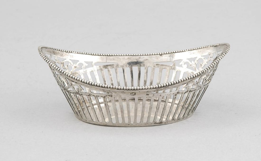 Oval basket, Netherlands, around 1900, silver 833/000,