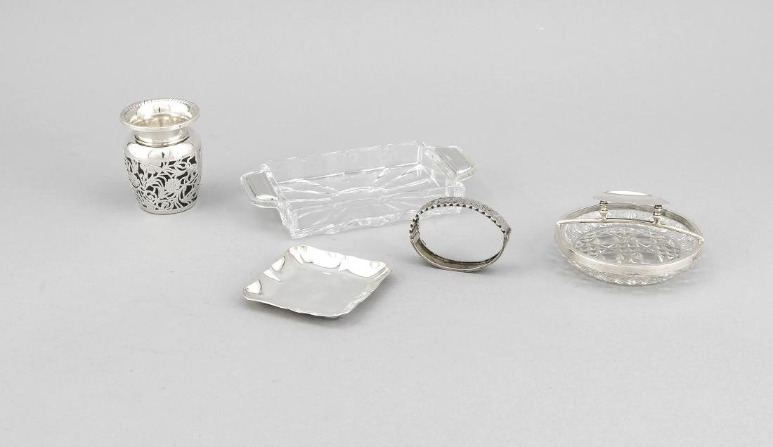 Compilation of five small pieces, 20th cent., silver
