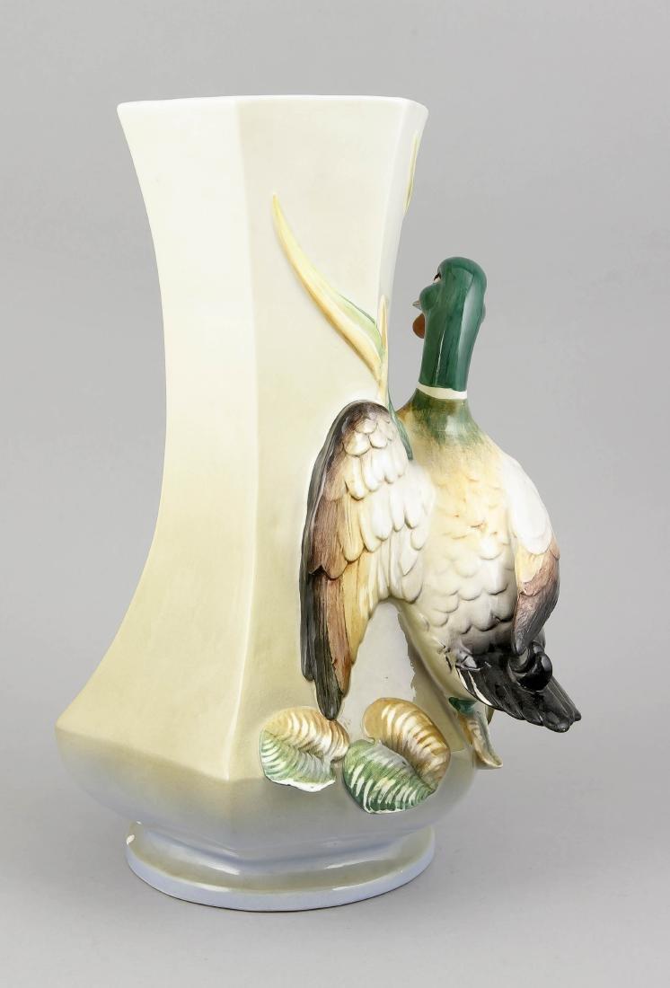Figürliche Vase, Italien, 20. Jh., Majollika, - 2