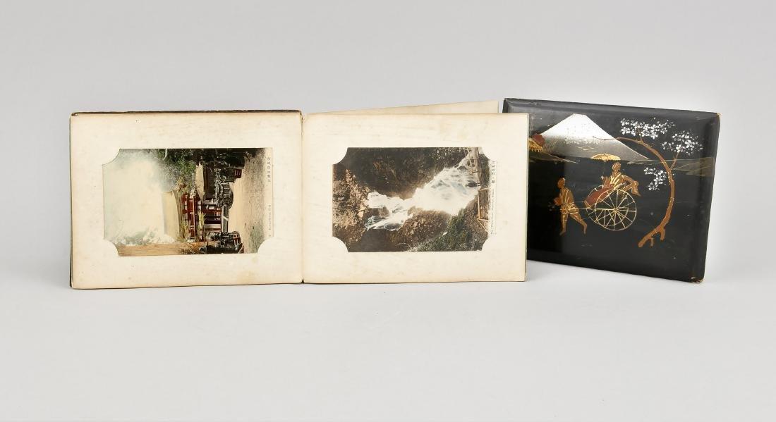 A Japanese fanfold photo album, 1st quarter 20th c., - 3