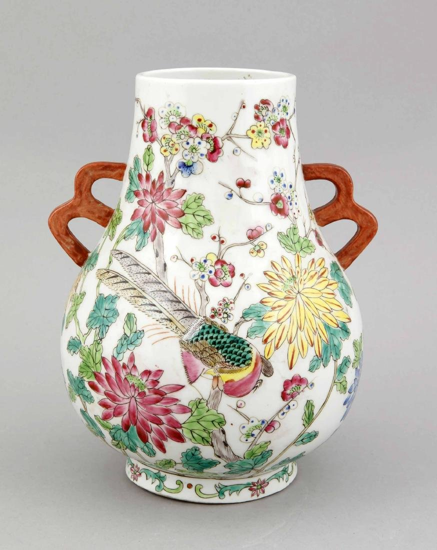 A Chinese vase, 1st half 20th c., of Hu form,