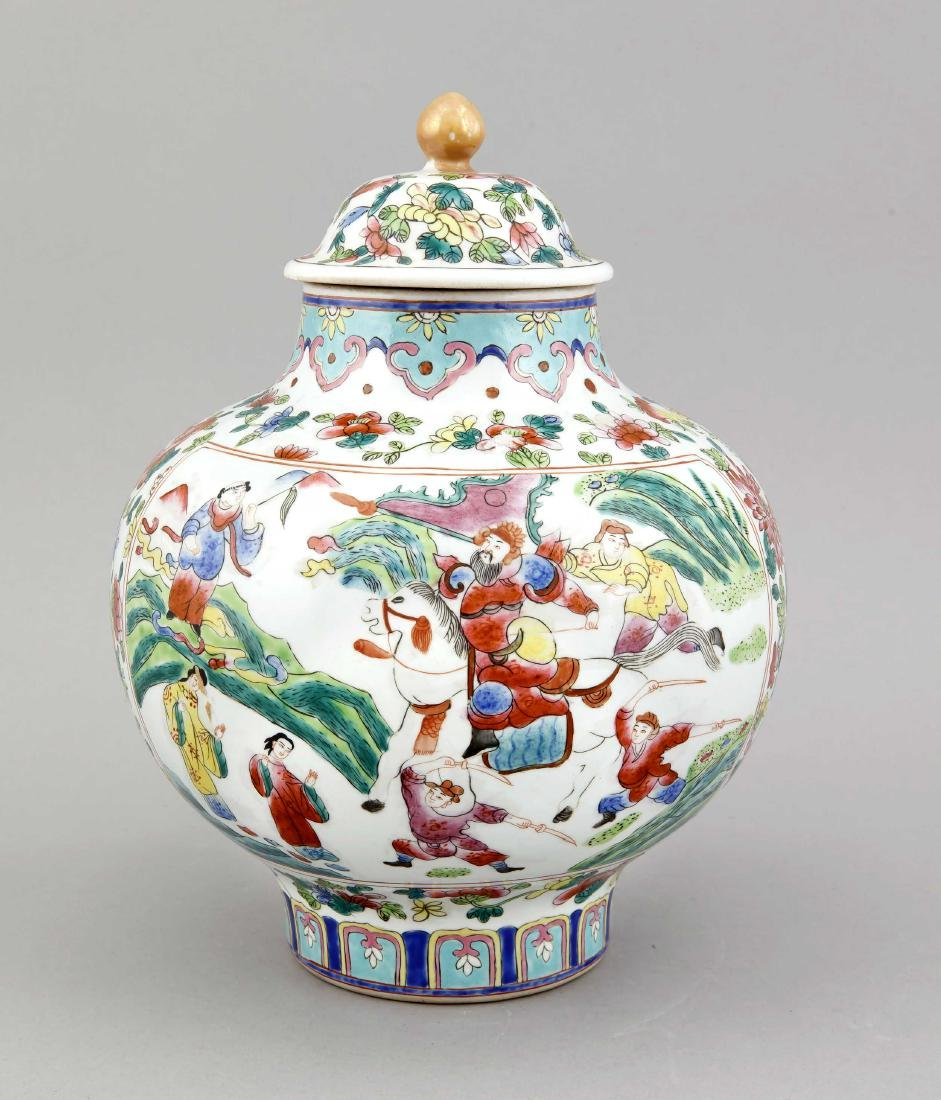 A Chinese famille rose vase and lid, 1st half 20th c.,