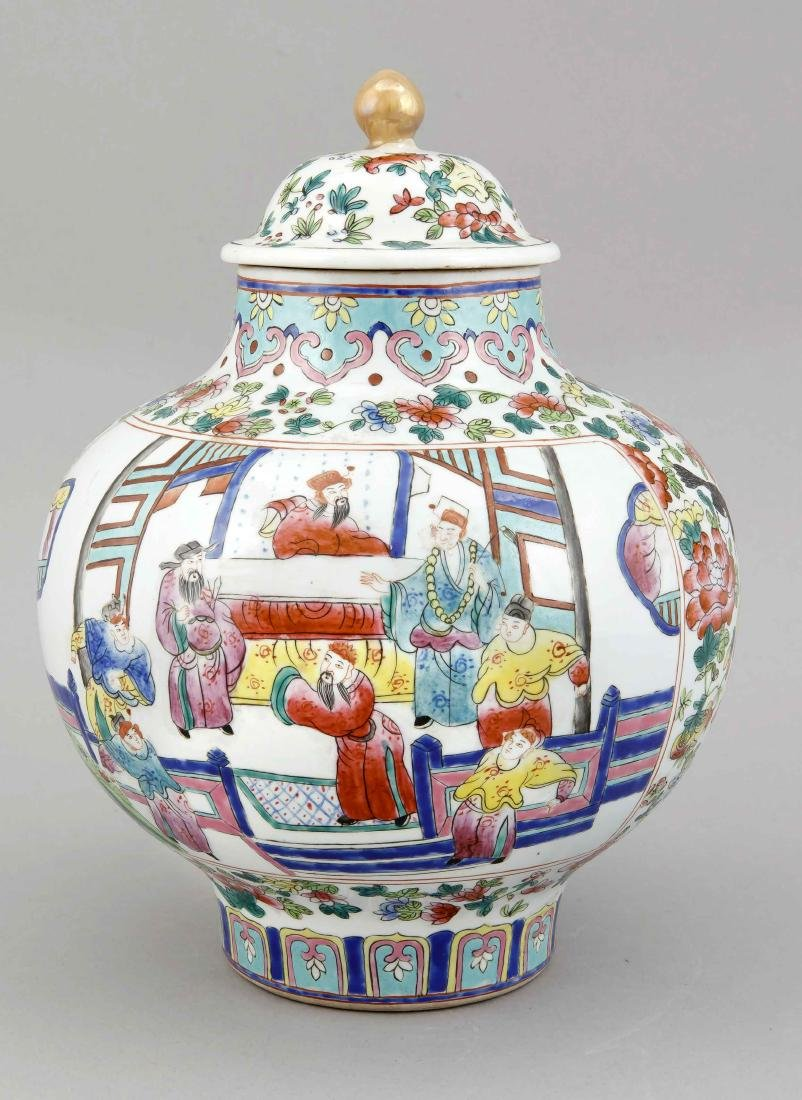 A Chinese famille rose vase and lid, 1st half 20th c., - 2