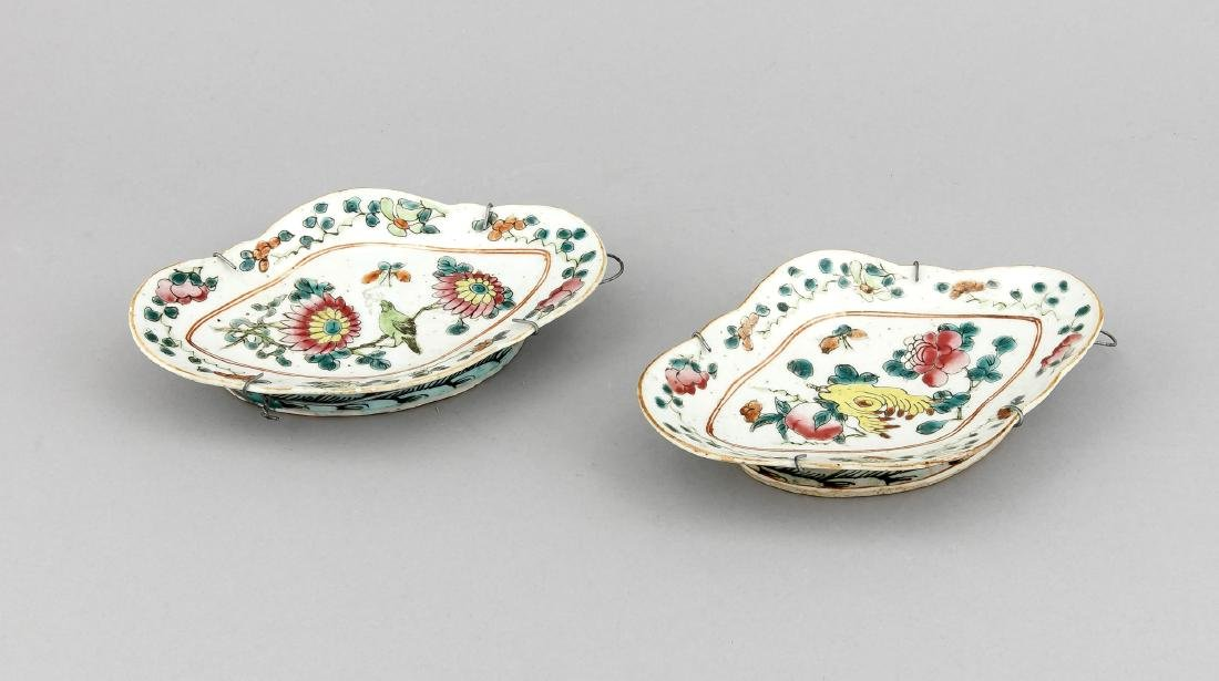 A pair of 19th-century Chinese famille rose bowls, 19.