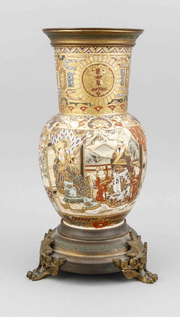 A 19th-century Japanese Satsuma vase, stand on 3 legs