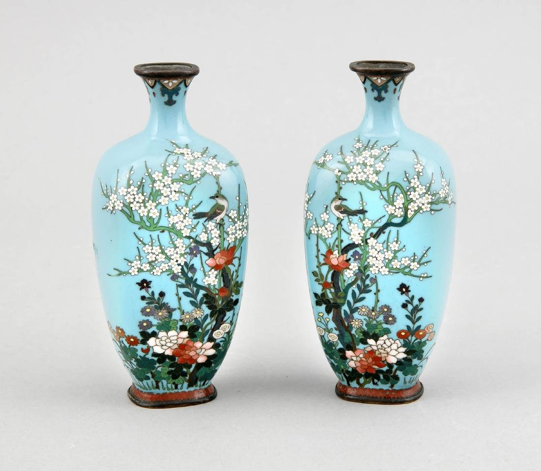 A pair of small cloisonné vases, Japan/China around