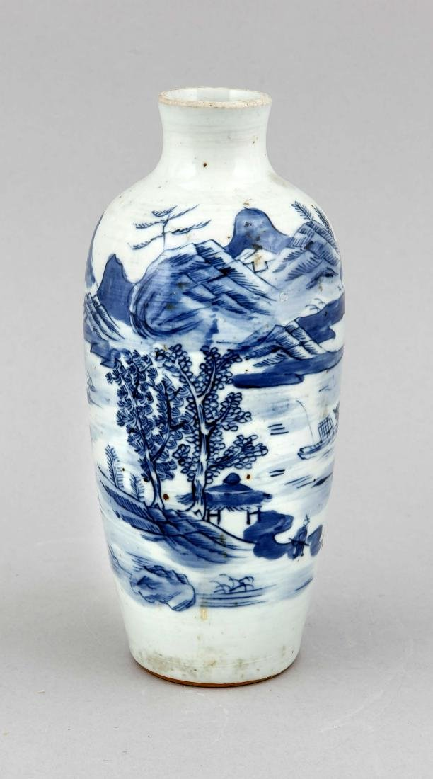 A cobaltblue Chinese vase, 1st half 20th c., painted