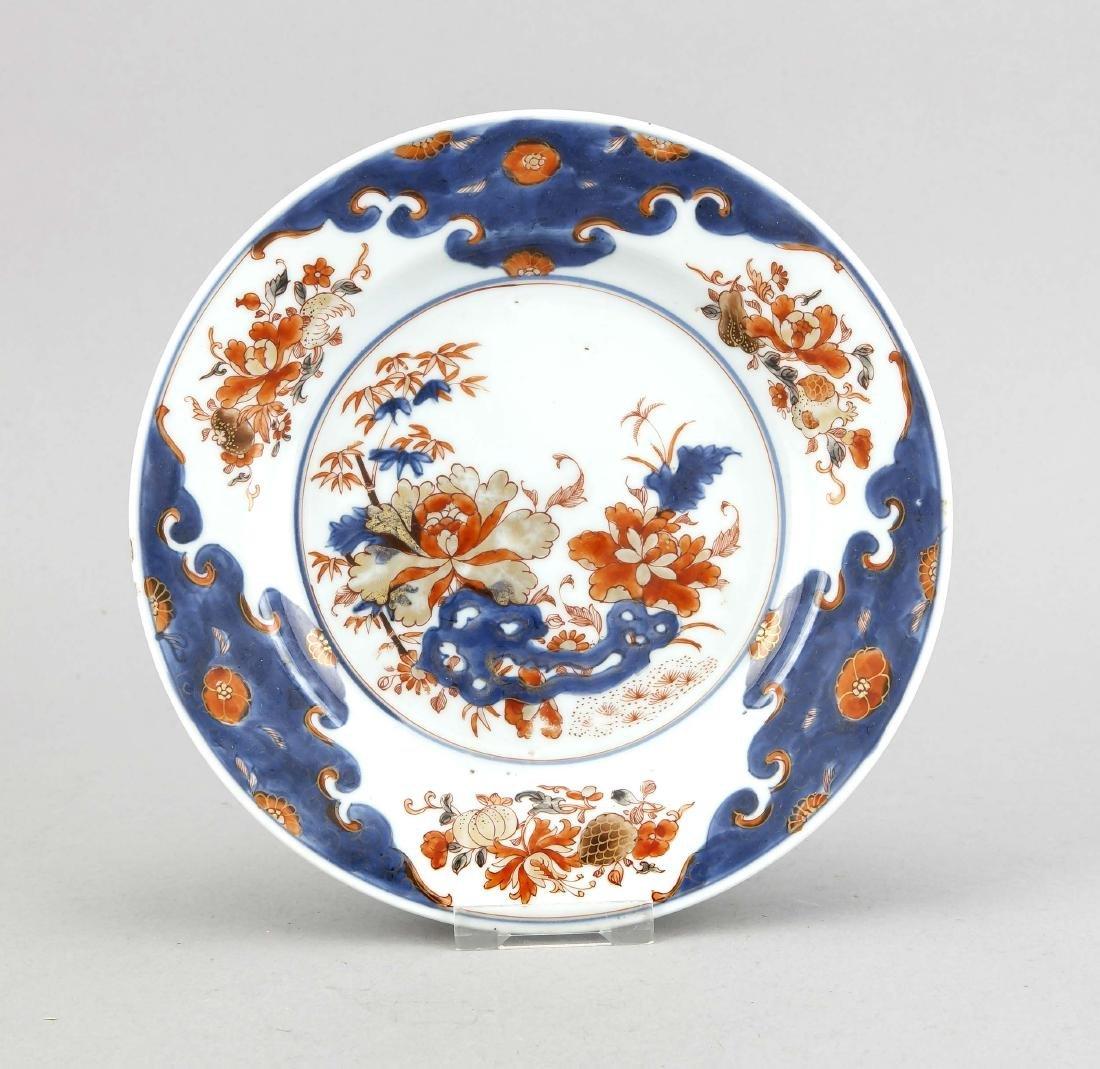 Imari-Teller, China, 18. Jh., floraler Dekor in den