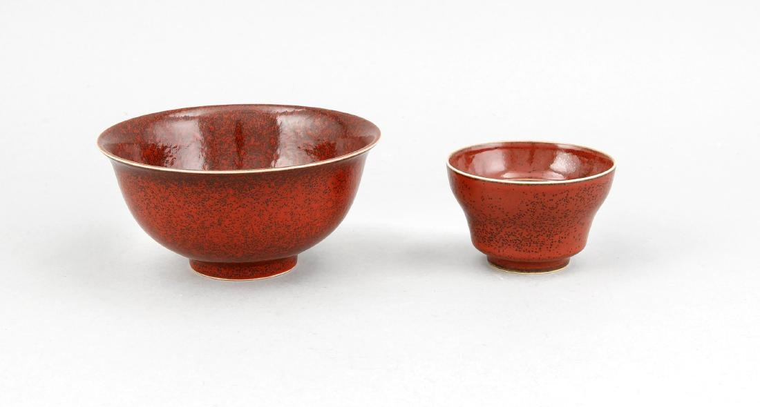 2 Teile Keramik, China, wohl Mitte 20. Jh., dunkelrote