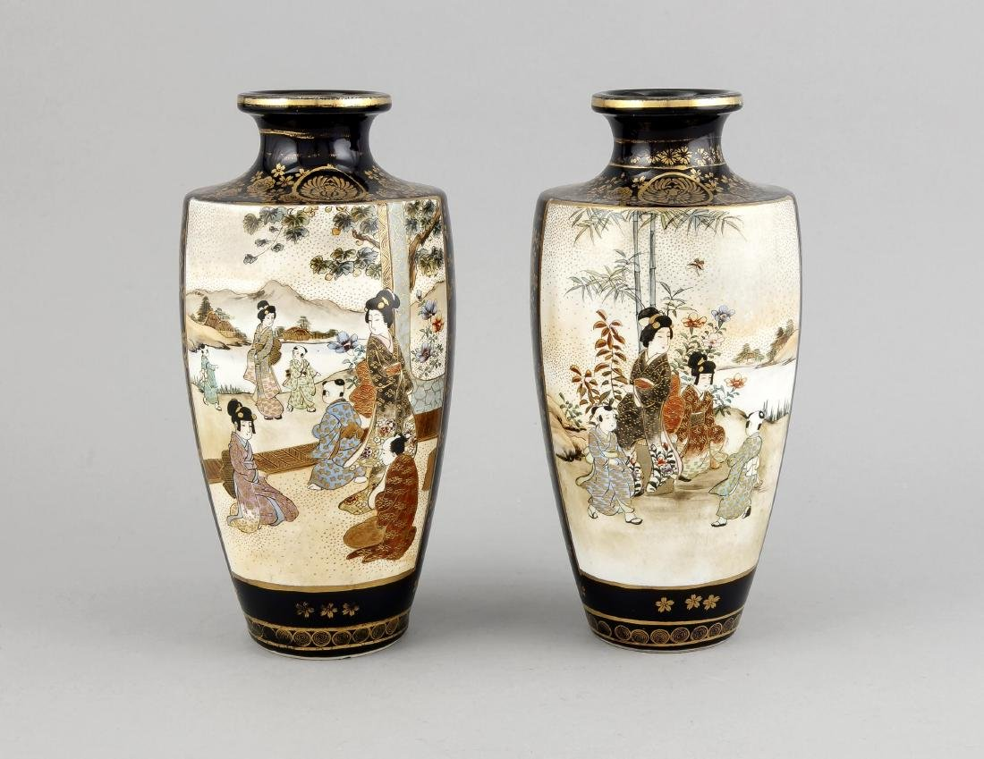 A pair of Japanese Satsuma vases, 1st h. 20th c.,