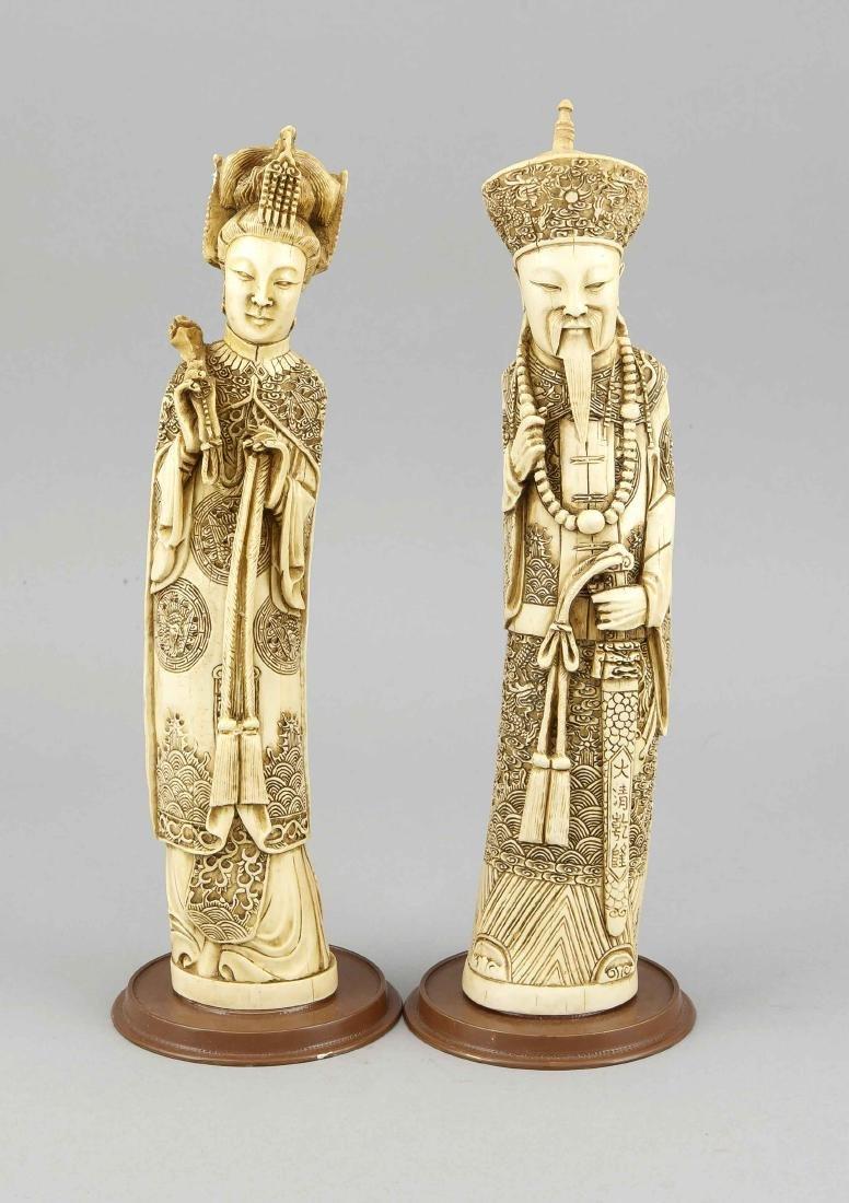 2 Beinfiguren, China, 19. Jh., Herrscherpaar mit reich