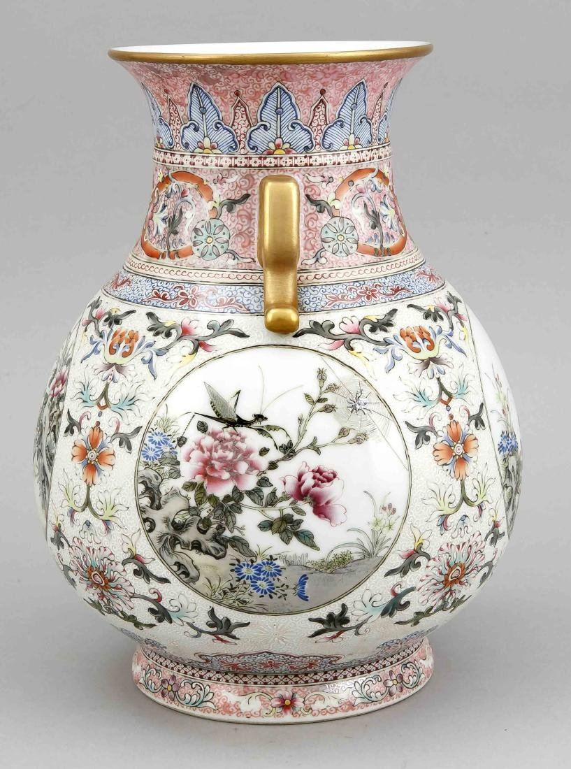 Famille-Rose-Vase, China, wohl 19. Jh., bauchige Form - 2