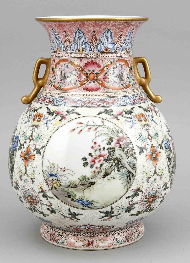 Famille-Rose-Vase, China, wohl 19. Jh., bauchige Form - 3