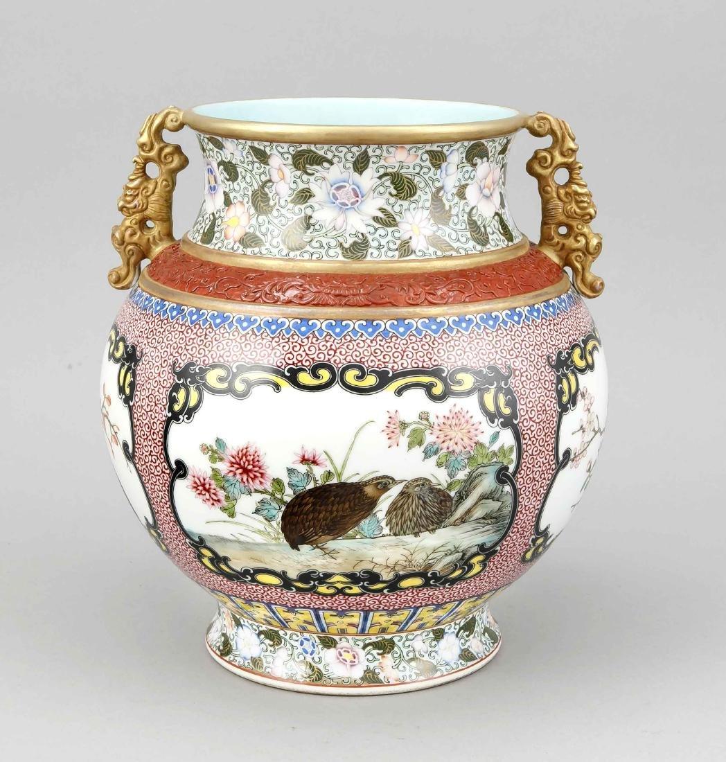 Famille-Rose-Vase, China, Mitte 20. Jh., bauchige Form