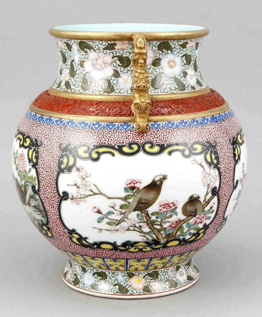 Famille-Rose-Vase, China, Mitte 20. Jh., bauchige Form - 4