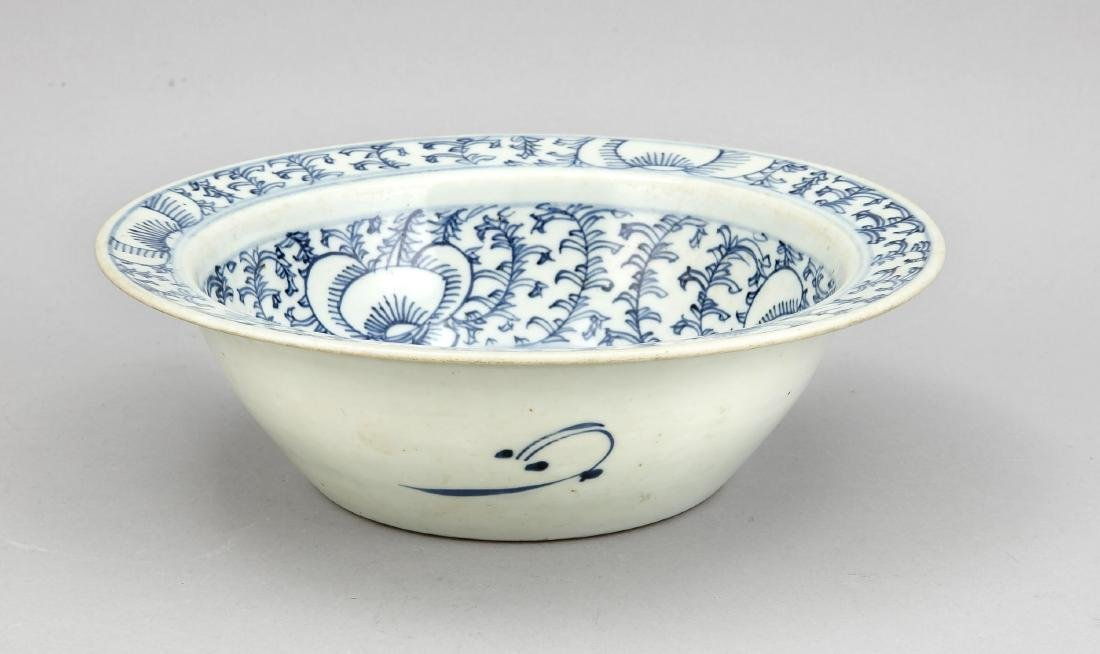 Schale mit Blauweiß-Dekor, China, 19. Jh., Ranken- und