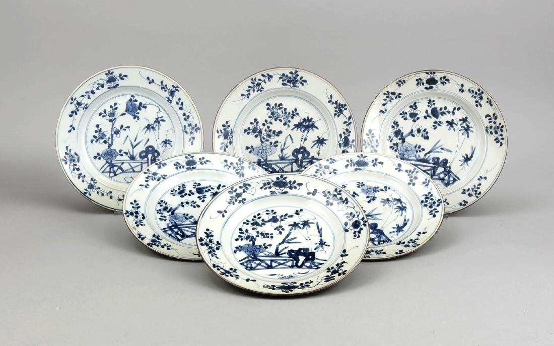 6 Blauweiß-Teller, China, 17./18. Jh. (Kangxi?), leicht
