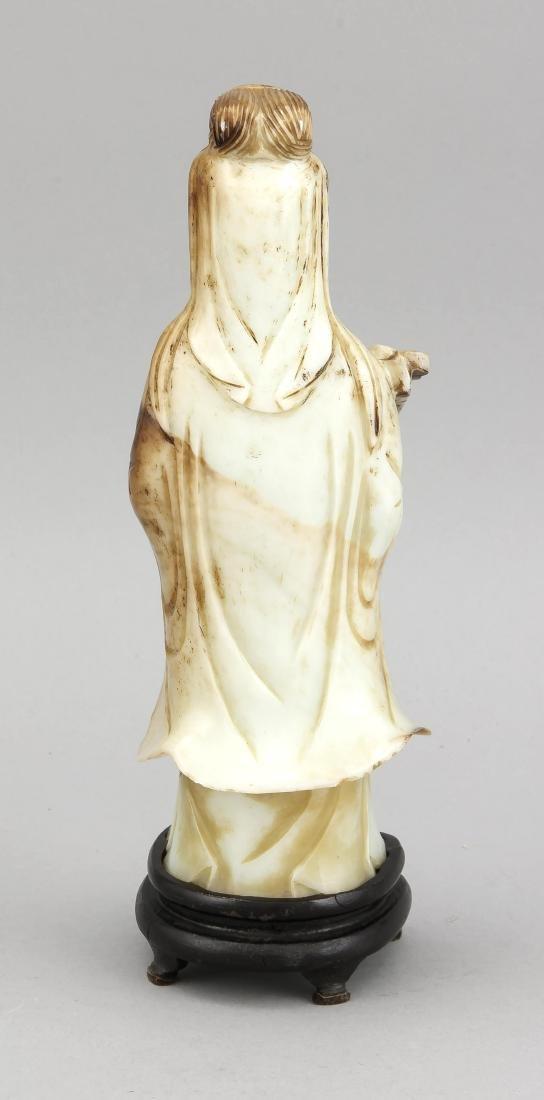 Guanyin-Figur, China, 19. Jh., hellgrün-milchige Jade - 2
