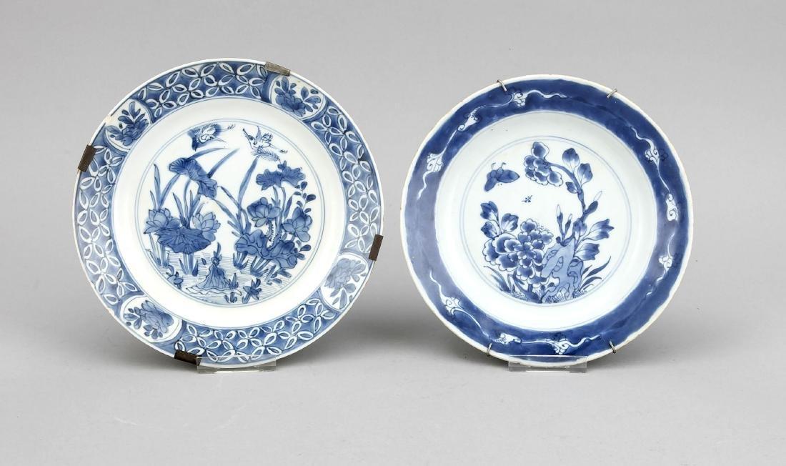 2 Blauweiße Teller, China, 18./19. Jh., 1 x mit