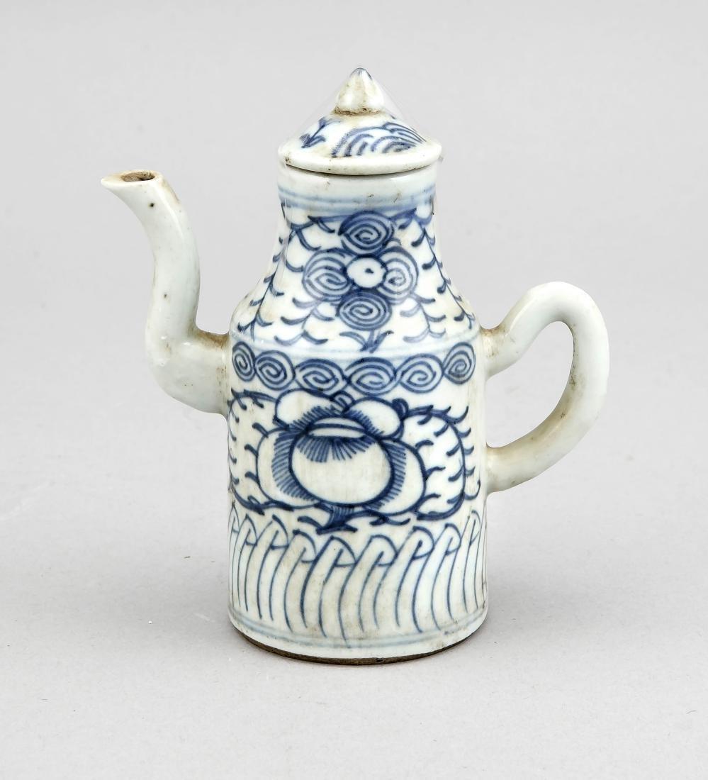 kleines Kännchen, China, 19. Jh., blauweißer Dekor mit