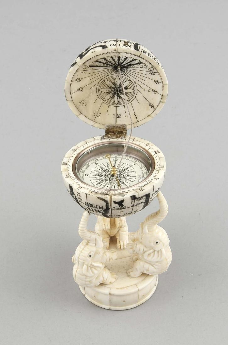 Kompass in Weltkugel, China?, 19./20. Jh.,