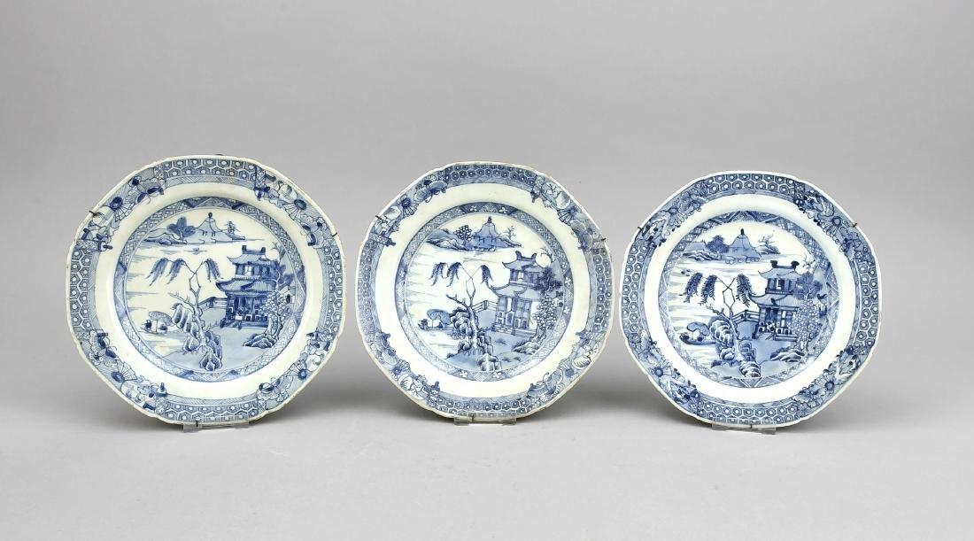3 Blauweiße Teller, China, Kangxi?, 17./18. Jh.,