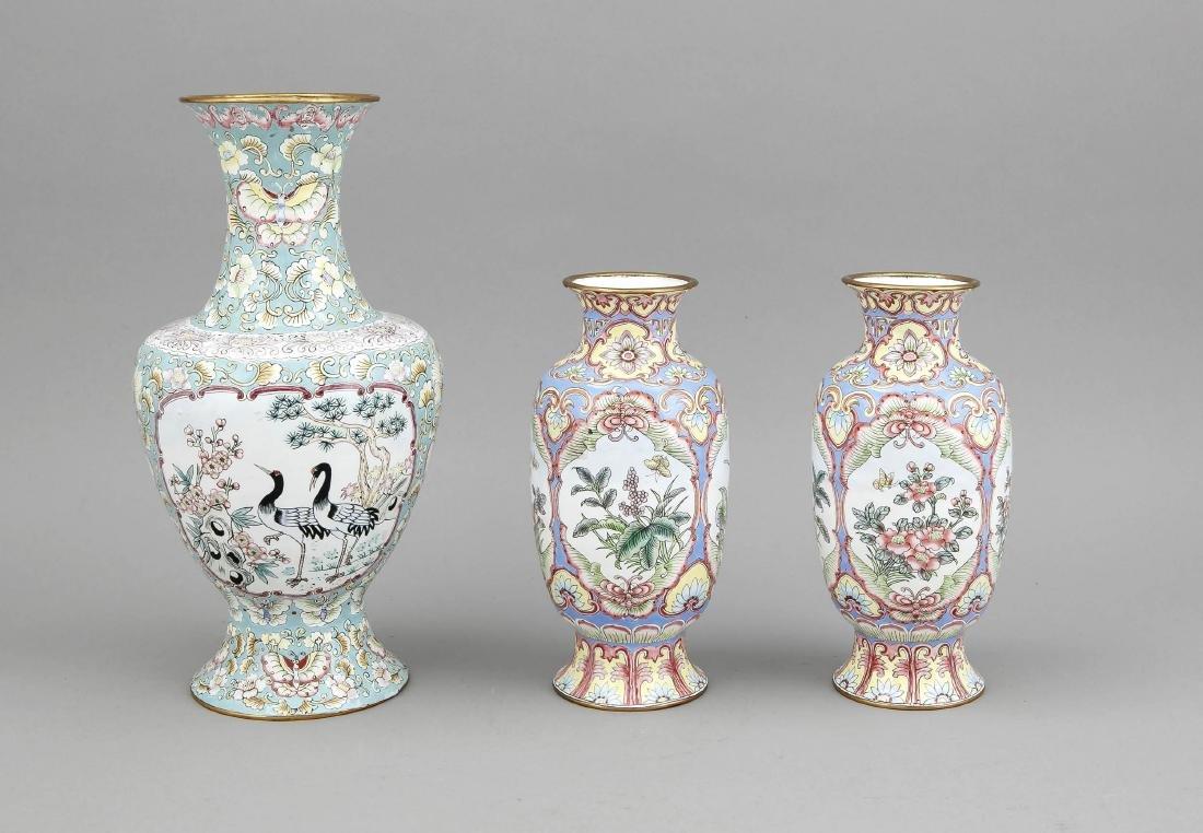 3 x Emaille-Vase, China, um 1900. Kupferkorpus