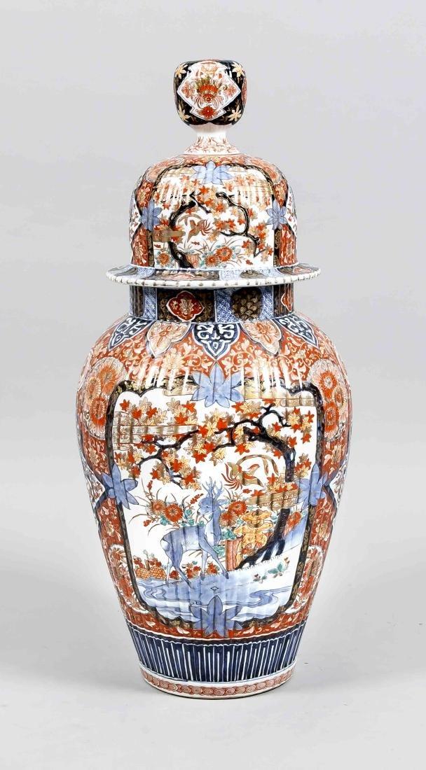 große Imari-Bodendeckelvase, Japan, Arita, 19. Jh.,