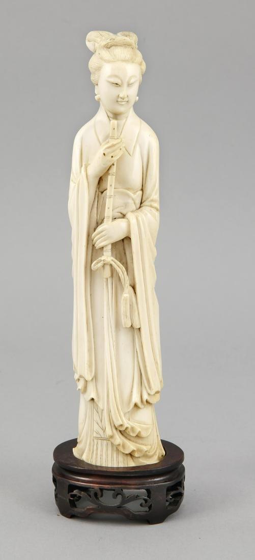 Elfenbeinfigur einer Frau, China, 19. Jh., auf