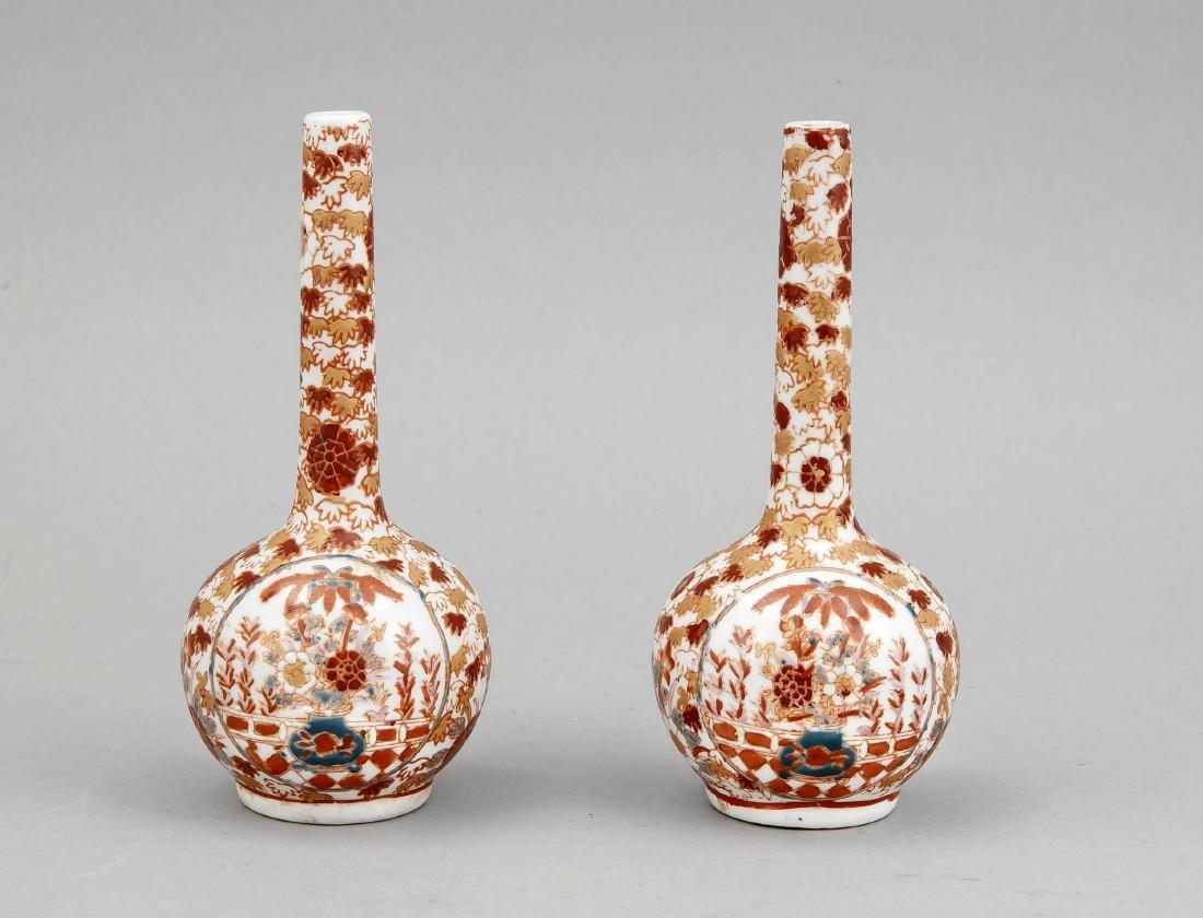 paar kleine Flaschenvasen, China, 1. H. 20. Jh.,