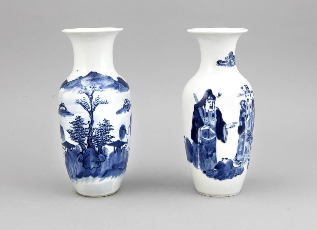 2 Vasen, China, 19. Jh., Balusterform, umlaufender