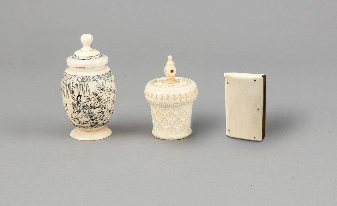 3 Teile Bein/Elfenbein, Japan/China, 1. V. 20. Jh.,