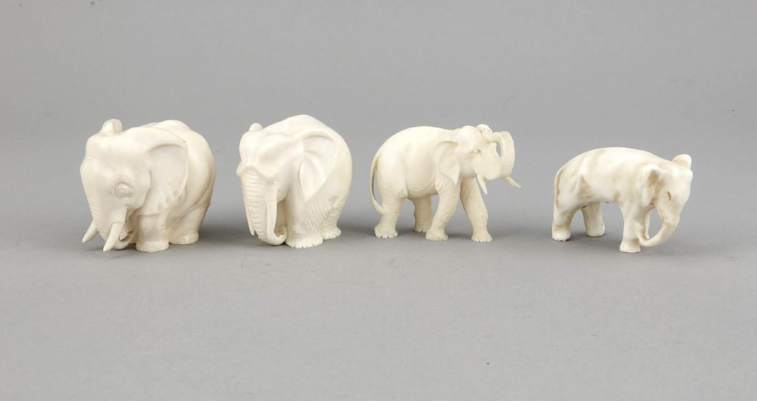 4 Elefanten, Asien, 1. V. 20. Jh., 2 stehend, 2