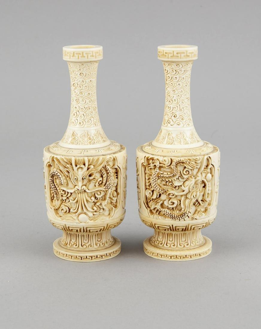 paar Elfenbein-Vasen, China, 19. Jh., zylindrischer