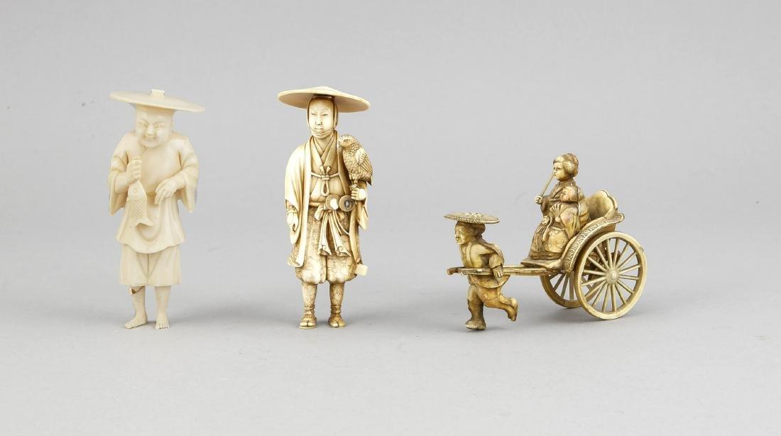 3 figures of ivory/Okimono, Japan, 19th c., man with