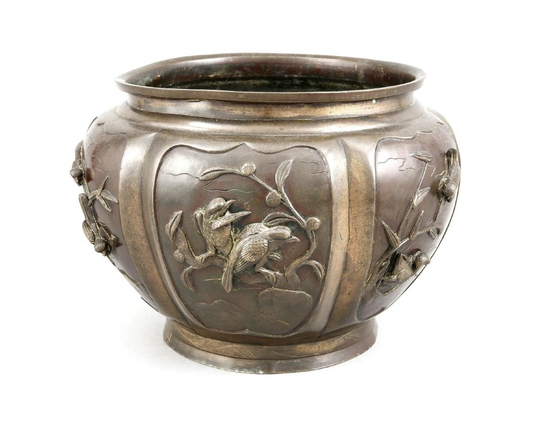 Large cachepot, Japan, end 19th c., bronze, large round