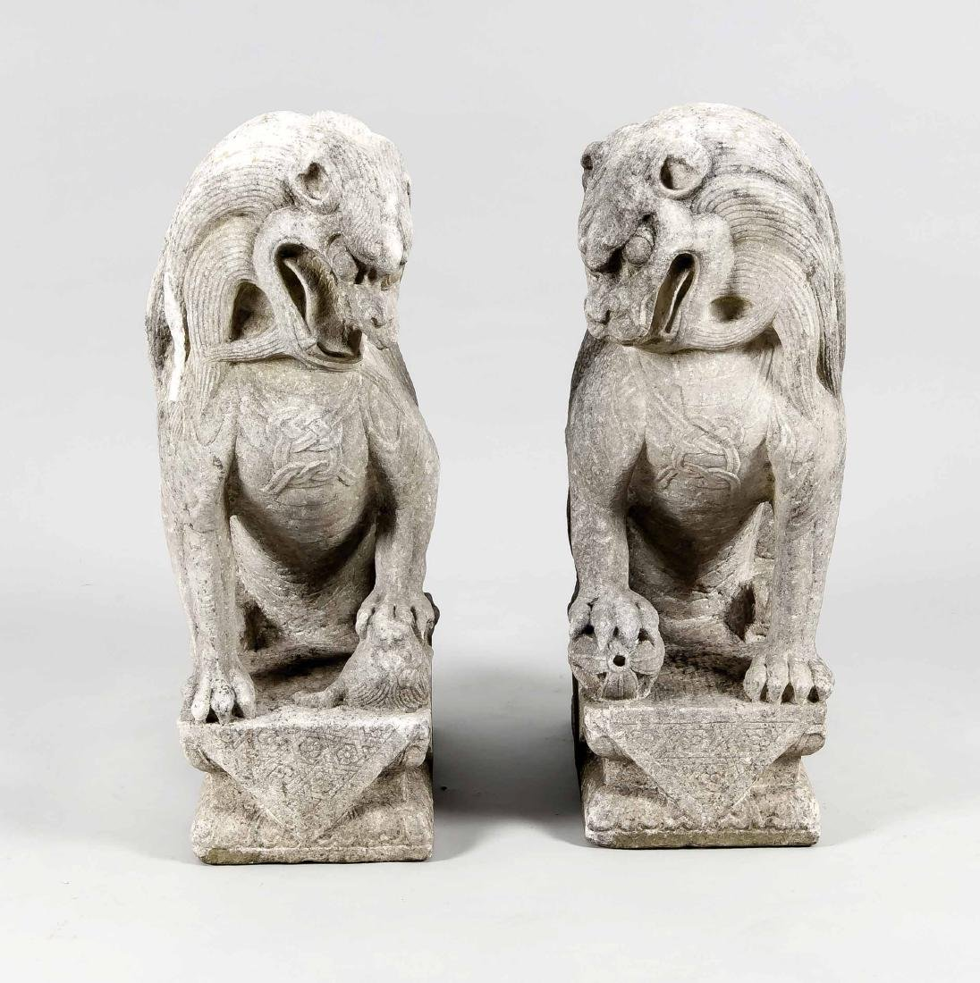 Pair of Foo-dogs, China, wohl 19th century, grey