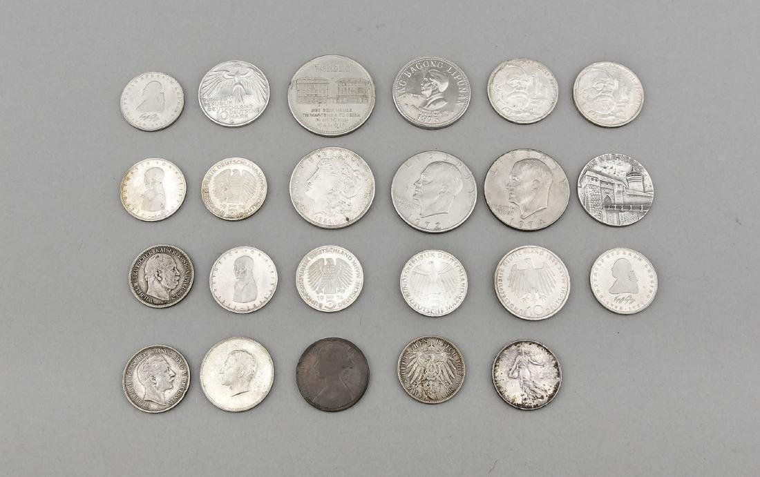 Konvolut von 23 Münzen, 1.- und 2. H. 20. Jh., 1 Dollar