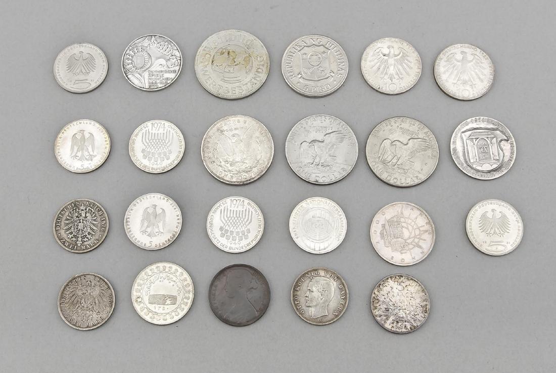 Konvolut von 23 Münzen, 1.- und 2. H. 20. Jh., 1 Dollar - 2