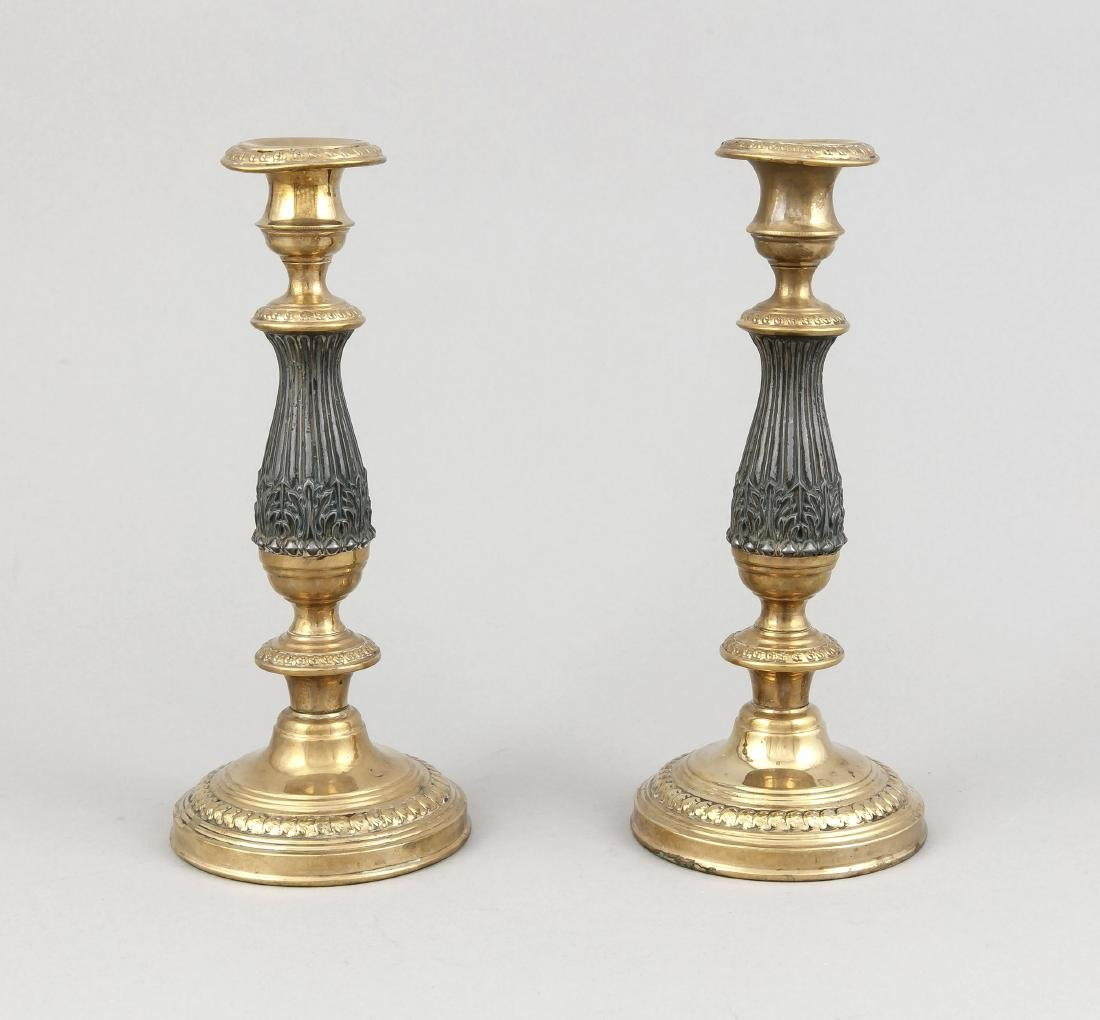 Paar Leuchter, 1. H. 20. Jh., Metallguss, runder Fuß,