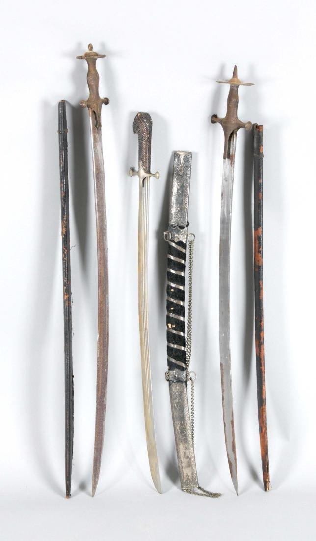Drei indische Säbel des 19. Jh., zwei sogenannte Tulwar